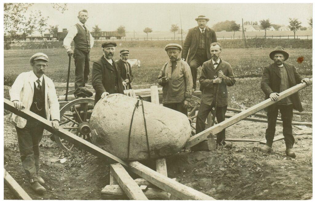 Ulvemosestenen læsses 1915